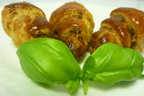 mini-croissants al pesto de almendras