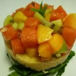 Ensalada de cuscús, fruta y vegetales